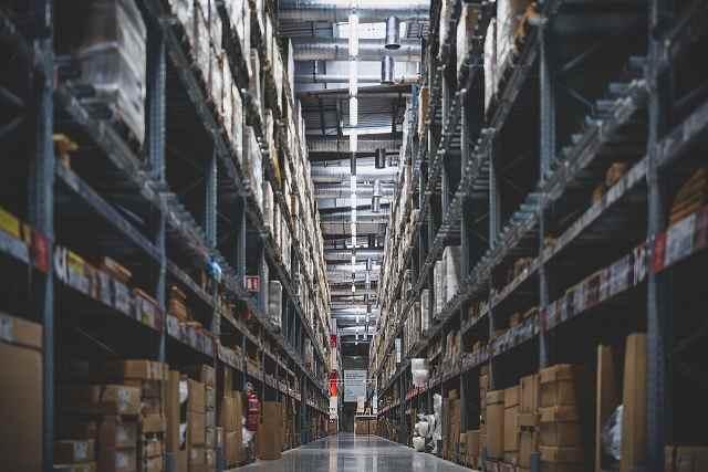 Stoccaggio di merce e materiale in magazzino